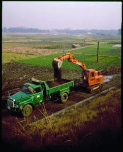 Hitachi UH03 hydraulic excavator 1970